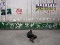 HAITI CHOLERA TOLL PASSES 1,000, UNREST FEARS GROW