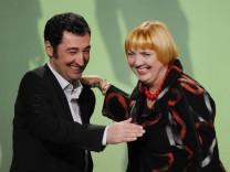 Führen die Grünen: Cem Özdemir und Claudia Roth, hier auf der Bundesdelegiertenkonferenz in Freiburg