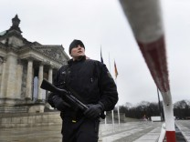 Reichstag Terror Warnung Polizsist Touristen