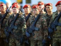 Guttenberg will Bundeswehr mit 180 000 bis 185 000 Soldaten