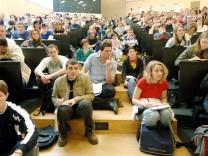 Überfüllter Hörsaal an Universität Halle