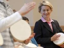 Ursula von der Leyen besucht Kinderuebungsstunde der Nuernberger Symphoniker