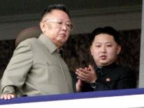 Kim Jong Il mit Sohn Kim Jong Un