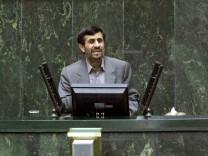 Ahmadinedschad hält Rede in Teheran