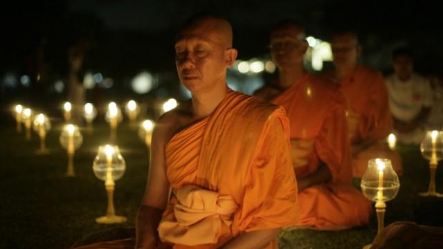 Meditierende Mönche