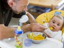Immer mehr Väter nehmen Elterngeld in Anspruch