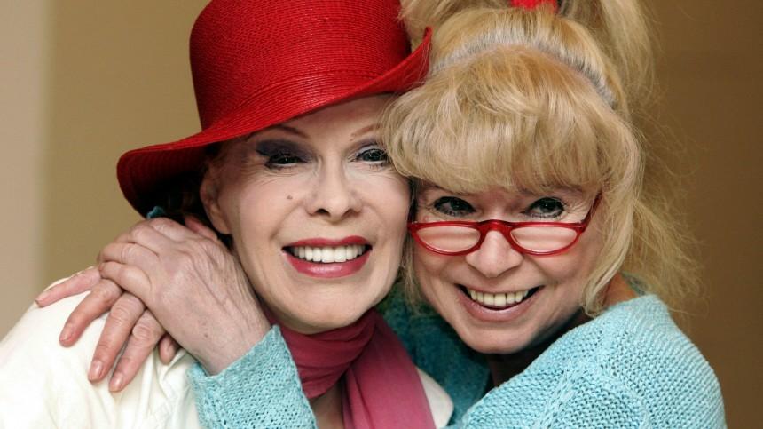 Ingrid Steeger (rechts) und die inzwischen verstorbene Elisabeth Volkmann posierten vor fünf Jahren im Rahmen des Theaterstücks 'Die Klimbim Familie lebt'.
