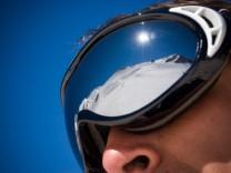 Berge spiegeln sich in Skibrille