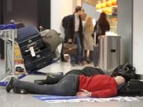Flughafen Luftverkehr Flug Annullierung Streik Verspätung Passagiere