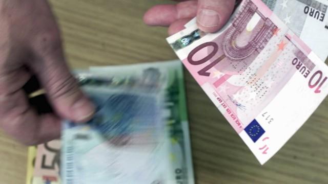 Geldbeutel mit Euro-Scheinen, 2001