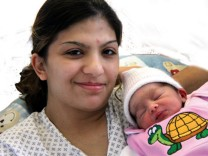 Entfuehrtes Baby und Mutter Miriam