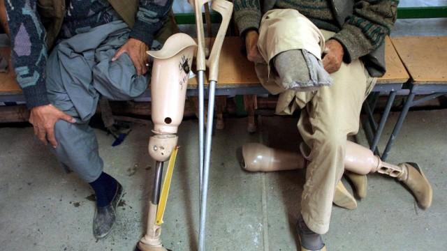 Opfer von Landminen warten auf Hilfe in Klinik in Kabul