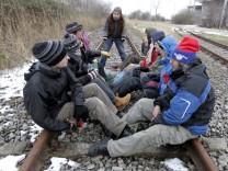 Aktivisten trainieren Sitzblockade fuer Castor-Transport