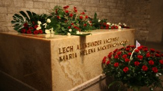 Jaroslaw Kaczynski besucht Grab des Bruders in Krakau