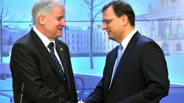 Seehofer in Prag - Treffen mit Necas