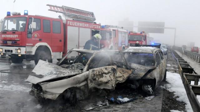 Massenkarambolage: Ein Toter und zehn Verletzte