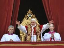 Papst auf dem Petersdom: Urbi et Orbi