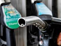 Hoeherer Oeko-Anteil macht Benzin teurer