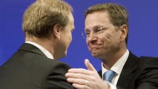 Enge Parteifreunde: FDP-Chef Guido Westerwelle mit Dirk Niebel. Diese Aufnahme entstand 2008.