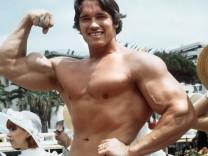 SCHWARZENEGGER Arnold Cannes 1977