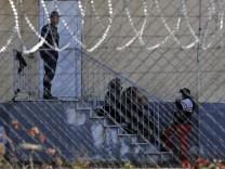 Kinderdienst: Griechenland will Grenzzaun bauen