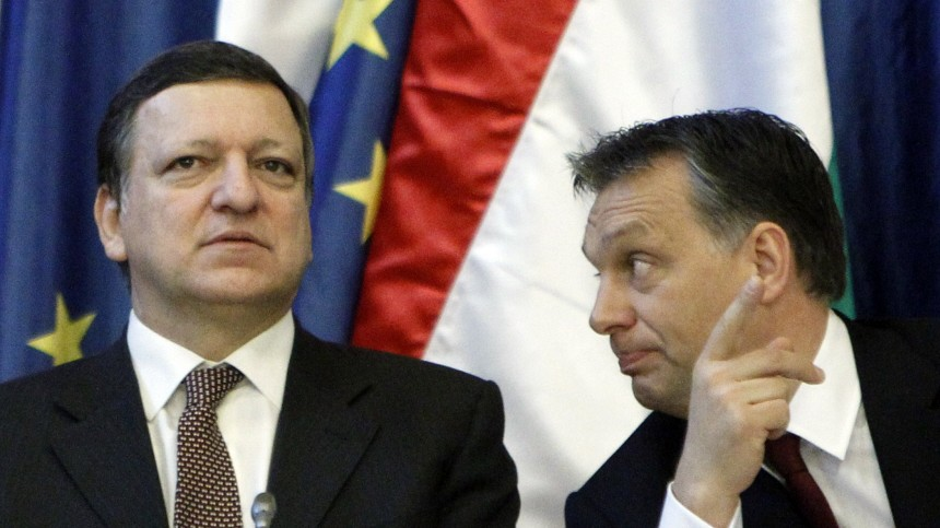 European Commission President Barroso talks with Hungarian Prime Minister Orban in Budapest's Parliament