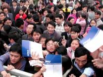 Über 30.000 Arbeitssuchende drängen sich bei Jobmesse in China