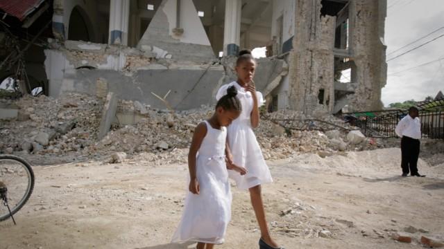 Haitians Celebrate Easter Amid Ruins of Churches