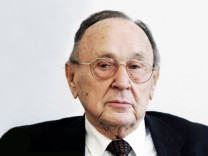 Hans-Dietrich Genscher Speaks at Foreign Journalists' Association