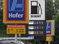 Bruederle ermuntert Discounter zum Einstieg in den Kraftstoffverkauf