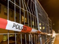 Polizeiabsperrung an Baustelle vor DRK-Blutspendedienst