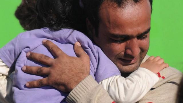 Dutch cargo ship rescues immigrants in Corfu Island