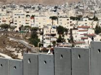 Siedlung und Grenzmauer