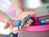 Auf Eltern kommen zur Einschulung ihrer Kinder hohe Kosten zu