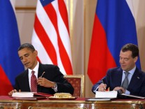 US President Obama and Russian President Medvedev sign new Strategic Arms Reduction Treaty at Prague Castle