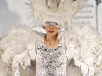 Paris Fashion Week - Haute Couture S/S 2011 - On Aura Tout Vu fas
