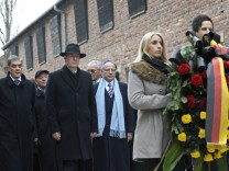Wulff gedenkt in Auschwitz der Opfer des Nationalsozialismus