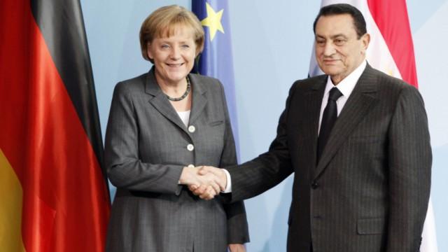 GERMANY-EGYPT-POLITICS-DIPLOMACY-MERKEL-MUBARAK