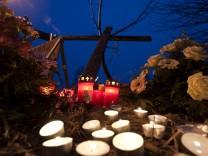 Trauer nach Zugunglueck in Sachsen-Anhalt