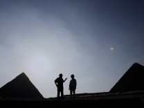 United States first lady Laura Bush tours the Giza Pyramids from Dr Zahi Hawass
