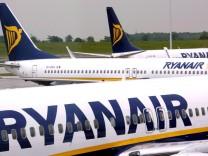 Ryanair setzt 120 Passagiere aus Flugzeug