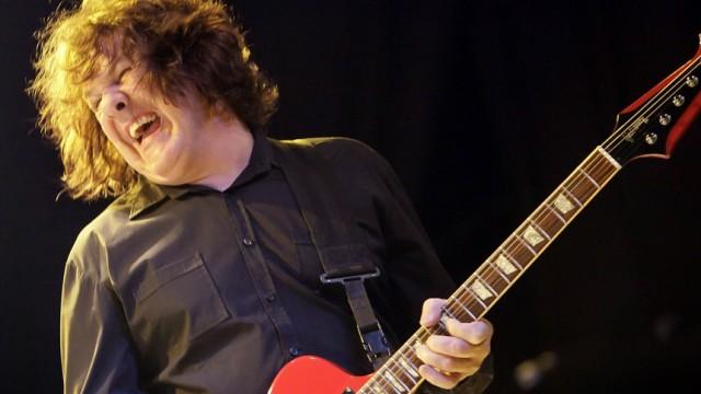 Guitarist Gary Moore dies at 58