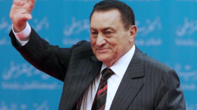 Egyptian President Hosny Mubarak resigns