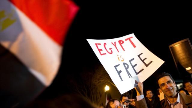 US-EGYPT-UNREST-MUBARAK-CELEBRATION