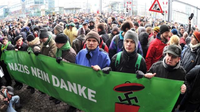Neonazi-Demo in Dresden - Gegner demonstrieren