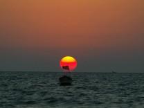 Palästinensisches Fischerboot vor Sonnenuntergang, 2004
