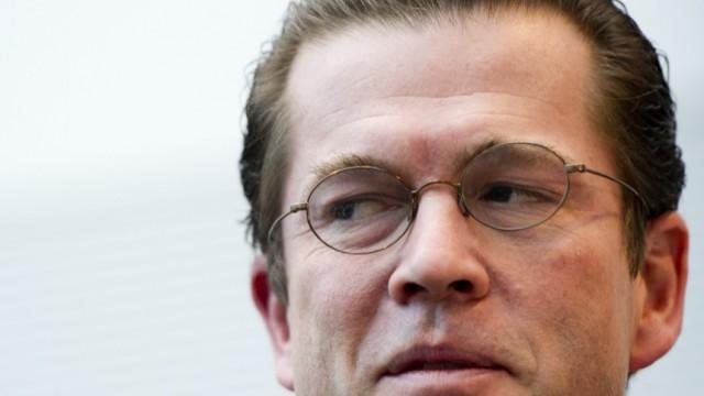 Verteidigungsminister Guttenberg bei CDU/CSU-Fraktionssitzung