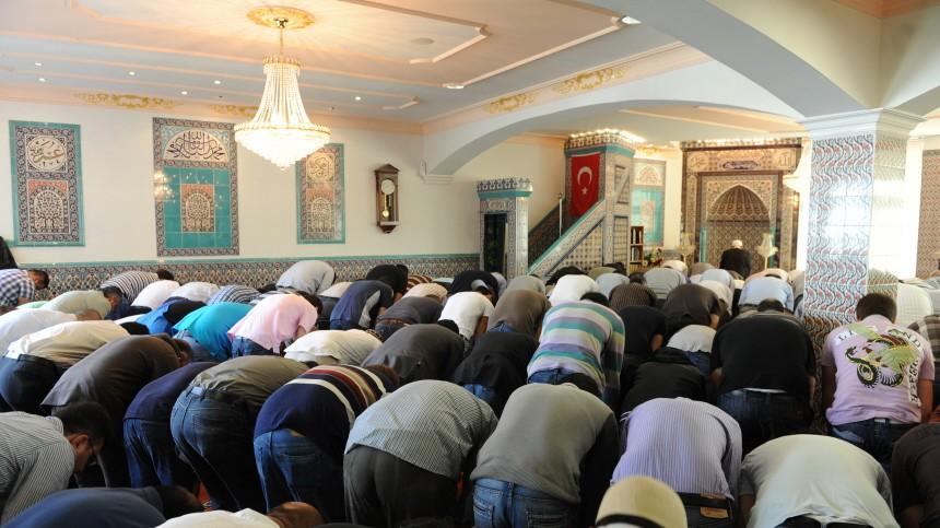 Gläubige in Moschee in München, 2010