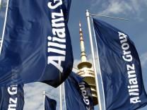 Fahnen der Allianz AG auf dem Olympiagelände, 2004