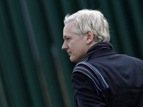 WikiLeaks founder Assange arrives at Belmarsh Magistrates' Court in London